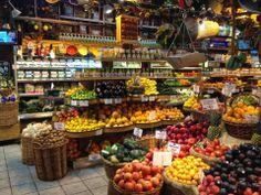 Plant Based Carolina: Best Grocery Stores in Manhattan Fruit And Veg Shop, Produce Displays, Farmers Market Display, Vegetable Shop, Fresh Market, Food Places, Whole Foods Market, Grocery Store, Whole Food Recipes