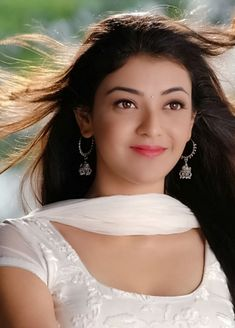 Kajal Aggarwal Beautiful Bollywood Actress, Most Beautiful Indian Actress, Beautiful Actresses, Beautiful Girl Image, Beautiful Gorgeous, Gorgeous Women, Bengali Bridal Makeup, Designer Anarkali Dresses, Sari Blouse Designs