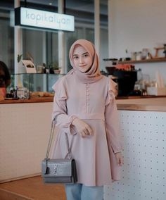 @nisacookie Modern Hijab Fashion, Batik Fashion, Hijab Fashion Inspiration, Muslim Fashion, Modest Fashion, Fashion Pants, Fashion Outfits, Hijab Fashionista, Casual Hijab Outfit