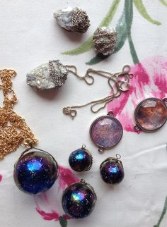 Rymdsmycken av Jenny på En Vintage Saga Charmed, Bracelets, Vintage, Jewelry, Jewlery, Jewerly, Schmuck, Jewels, Vintage Comics