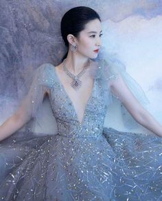 "Monique Lhuillier's Instagram photo: ""Regal beauty @yifei_cc ❄️❄️ #moniquelhuillier"" Monique Lhuillier, Bohemian Wedding Dresses, Glass Slipper, Red Carpet, High Fashion, Ball Gowns, Glamour, Formal Dresses, Disney Princess"