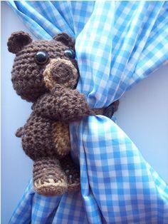 Amigurumi Curtain Hugging Bear - Tutorial ❥ 4U // hf  http://www.pinterest.com/hilariafina/