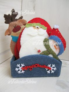 Christmas Crafts, Merry Christmas, Felt Crafts, Christmas Stockings, Holiday Decor, Instagram, Easy Crafts, Toss Pillows, Felt Games