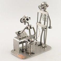 De radioloog maakt een röntgenfoto van de patiënt. Op de röntgenfoto zijn de ribben goed te zien.  Afmeting 19x13x8 cm, Gewicht:0.70 kg.   Een leuk en origineel cadeau om weg te geven. Als blijk van waardering of als een afscheidscadeau aan een collega. Dit unieke geschenk kan ook als relatiegeschenk, Vaderdag cadeau, Moederdag cadeau, verjaardagscadeau of als afstudeercadeau gegeven worden. De beeldjes zijn ook uitermate geschikt om als sportprijs weg te geven.   Wilt u ...