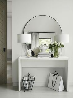 Chiltern Thin Metal Round Mirror Mirrors The White Company Chiltern Thin Metal Round Mirror Mirrors The White Company Daniela Wohnen Upgrading your hallway is a quick nbsp hellip Decor Interior Design, Room Interior, Interior Design Living Room, Interior Decorating, Contemporary Living Room Decor Ideas, Contemporary Hallway, Modern Hallway, Luxury Interior, Entrance Hall Decor