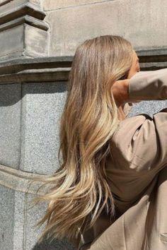 Blonde Hair Looks, Brown Blonde Hair, Blonde Ombre, Ombre Hair, Wavy Hair, Hair Inspo, Hair Inspiration, Fashion Inspiration, Cheveux Ternes