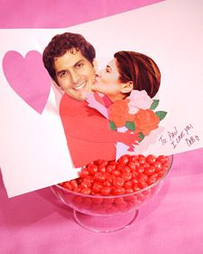 Pop-up valentine: This clever pop-up valentine is designed so that when you open it, the two people kiss. SO CUTE!
