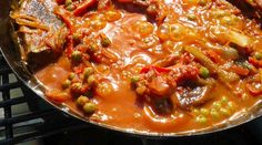 Cazuela de conejo a la paila Thai Red Curry, Carne, Chili, Food And Drink, Soup, Ethnic Recipes, Youtube, Casserole, Rabbit Recipes