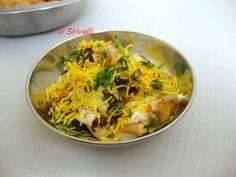 Dahi Samosa - A delightful chaat from the streets of Mumbai! Veggie Recipes, Indian Food Recipes, Ethnic Recipes, Chats Recipe, Mumbai Street Food, Recipe Steps, Chaat, Savory Snacks, Appetisers