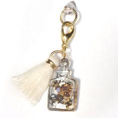 香水瓶のスマホピアス
