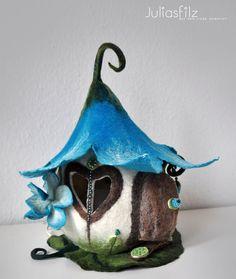 Filz Tischlampe Feen Haus türkisblau weiß von juliasfilz auf DaWanda.com