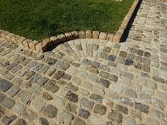 Antique French Cobble Blend driveway, Cockeysville MD. Reclaimed antique cobblestone perfect for driveway, walkways. Imported from Europe by Monarch Stone International.