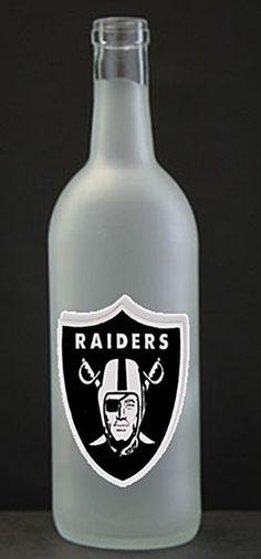 This looks like a good drink Nfl Raiders, Raiders Girl, Oakland Raiders Football, Raiders Stuff, Raider Nation, 4 Life, Back Home, Fantasy Football, Wine Bottles