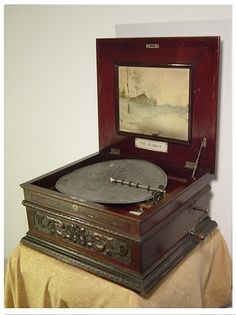 Olympia Antique Disc Music Box