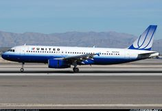 United Airlines Airbus A320, the last paint job -- not the current.