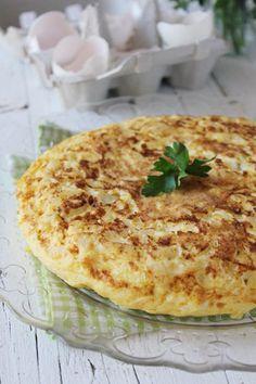 Tortilla de bacalao Añadir a la receta, ajo que se pone con la cebolla/puerro, perejil, pimienta y pimenton.