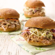 Healthy Slow Cooker Pulled Pork with Light & Tangy Coleslaw sub light ingredients Tangy Coleslaw Recipe, Healthy Coleslaw, Coleslaw Recipes, Healthy Slow Cooker, Slow Cooker Recipes, Crockpot Recipes, Healthy Recipes, Skinny Recipes, Pulled Pork