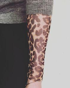 Details keep you hot  ⛄️#june #blouse #leopard #299dkk #leopardprint #knitwear #vneck  #grey #black #nude #navy #399dkk #mix #outfit #fashion #wear #details #instafashion #cool #instore #now #shopping #nocollection #stylesonly #stylesinseason #neonoir ###⛄️