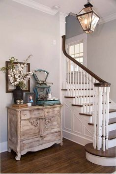 Foyer Furniture. Decorating foyer. How to choose furniture and decor for your foyer. Via HGTV.