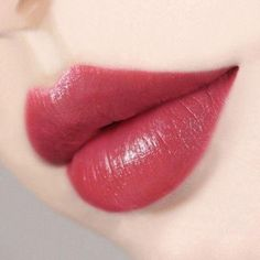 Perfect Pout: Step By Step Lip Makeup Tutorial for Beginners – luigi 🎬 – Loading. Perfect Pout: Step By Step Lip Makeup Tutorial for Beginners – luigi 🎬 – Lipstick Art, Lip Art, Lipstick Colors, Lipsticks, Liquid Lipstick, Lipstick Lighter, Green Lipstick, Lipstick Dupes, Lipstick Shades
