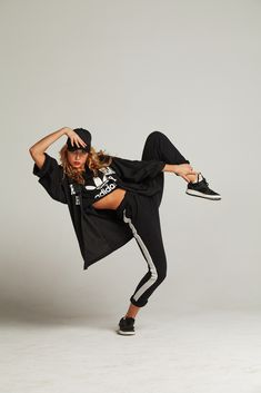 Once thought outsiders, hip-hop performers are actually at the center of the fas - Life Style Dance Photography Poses, Dance Poses, Hip Hop Outfits, Hipster Outfits, Old School Art, Style Hip Hop, Ropa Hip Hop, Dynamic Poses, Street Dance