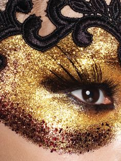 Gold and Black drawn on masquerade mask Make a mask out of make up on face rather than making or buying a mask Mask Makeup, Costume Makeup, Eye Makeup, Costume Dress, Masquerade Makeup, Masquerade Party, Masquerade Masks, Fantasy Make Up, Performance Makeup