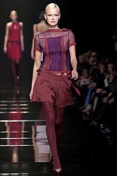 Alberta Ferretti Fall 2003 Ready-to-Wear Fashion Show - Alberta Ferretti, Dewi Driegen