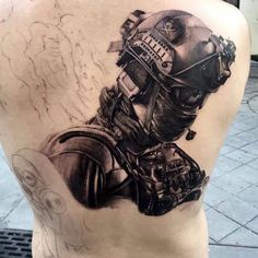 Tatuajes militares Pilot Tattoo, War Tattoo, Sexy Tattoos, Body Art Tattoos, Tattoo Militar, Military Tattoos, Full Sleeve Tattoos, Future Tattoos, Black And Grey Tattoos