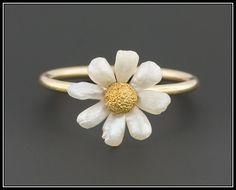 Gold Jewelry, Jewelry Rings, Jewelry Box, Jewelry Accessories, Fine Jewelry, Flower Jewelry, Flower Bracelet, Gothic Jewelry, Flower Necklace
