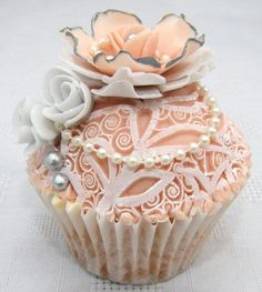 Shabby Chic in a Cupcake! How Exquisite is the Decoration - Lace, Pearls, Grey Roses as well as a lovely, soft Peach Flower with Grey trimmed petals!♥≻★≺♥