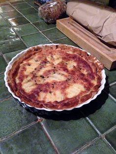 Passage en cuisine où Jérôme aperçois la belle tarte qu'il va pas tarder à déguster en table d'hôtes...