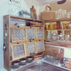 How to use picture frames in interior Design? Plywood Furniture, Industrial Furniture, Cosy Kitchen, Kitchen Decor, Picture Frame Shelves, Diy Design, Interior Design, Diy Cans, Natural Home Decor