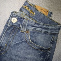 US Polo Assn jeans Slightly boot cut jean. Classic US Polo cut. Cute pockets and with stretch. Worn but in very very good condition as shown in photos! US Polo Assn Jeans Boot Cut