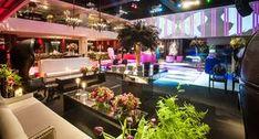 A festa de 15 anos da Luana foi inspirada no universo da Victoria's Secret! Logo na entrada da Casa Petra, o cenário reproduzia o backstage de um desfile d