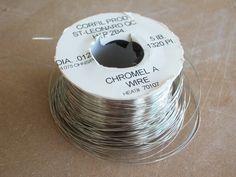 Le Chromel A est un fil d'alliage composé de 80% de nickel et de 20% de chrome. Cette composition chimique lui permet de supporter des températures allant à plus de 1200ᴼC (point de fusion à 1400ᴼC) et offre une excellente résistance à l'oxydation.