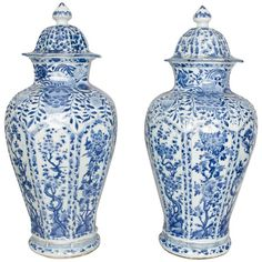Large Pair of Chinese Kangxi Period Blue and White Vases and Covers