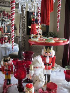 Purple Chocolat Home: Nutcracker Sweets Tablescape. It would be awesome to have a nutcracker cake stand. Christmas Tea, All Things Christmas, Christmas Holidays, Merry Christmas, Xmas, Christmas Table Settings, Christmas Tablescapes, Decoration Christmas, Decoration Table