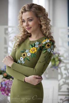 Купить или заказать Платье 'Сезон цветов' в интернет-магазине на Ярмарке Мастеров. Ультрамодный цвет 2017 года Kale в компании с шикарной объемной вышивкой - гарантируют мгновенный WOW эффект! Будьте женственными и яркими этой весной :-) Цвет: хаки; Категория: платье с вышивкой, коктейльное, нарядное.