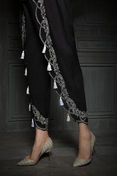 Designer Kurtis, Designer Dresses, Fashion Pants, Fashion Dresses, Moda Outfits, Stylish Dress Designs, Salwar Designs, Indian Fashion, Womens Fashion