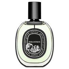 男性の香りの好みは実はコンサバ。コスメフロアで好きな香りを聞くと、いわゆるモテ香水ばかり選ぶことも。一方で、「THE モテ香水」というわけではないのに、つけると確実に男性の心を鷲掴みする香りもあるんです。さりげなく、でも確実に印象を残す香りって?