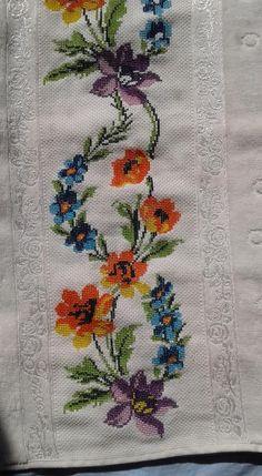 Cross Stitch Heart, Cross Stitch Borders, Cross Stitch Flowers, Cross Stitch Designs, Cross Stitching, Cross Stitch Embroidery, Hand Embroidery, Cross Stitch Patterns, Machine Embroidery