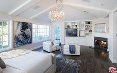 """Real Housewives of Beverly Hills"" star Kyle Richards and real estate mogul Mauricio Umansky have put the house up for sale again and cut the asking price. Kyle Richards House, Blue Rooms, Celebrity Houses, Real Housewives, Luxurious Bedrooms, Housewife, Palm Springs, Building A House, Master Bedroom"