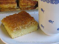 Vor etwas über einer Woche twitterte Foodfreak  etwas von Drømmekage und Kaffee. Traumkuchen klang ansprechend. Auf der Suche nach einem Rezept bin ich hier und hier hängen geblieben. Uns hat der   Drømmekage - Traumkuchen aus Dänemark    zum Kaffee sehr gut geschmeckt. Ein schnell gemachter Kuchen für Zwischendurch.         Drømmekage – Traumkuch ...