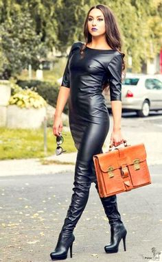 Latex and leather fashion diaries for inspiration- Latex- und Ledermode-Tagebücher zur Inspiration Latex and leather fashion diaries for inspiration - Casual Winter Outfits, Sexy Outfits, Leather And Lace, Leather Pants, Black Leather Dresses, Botas Sexy, Looks Plus Size, Moda Plus Size, Sexy Latex