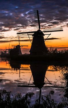 Holland Windmills, Old Windmills, Beautiful Islands, Beautiful World, Monuments, Places Around The World, Around The Worlds, Peru Beaches, Silhouette Photography
