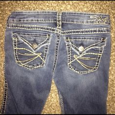 Excellent condition Silver boot cut size 27 jeans Little to no wear on these. I bought them from another seller but they are a little to snug on me. True 27 in my opinion. 33 inseam as well. Silver Jeans Jeans Boot Cut