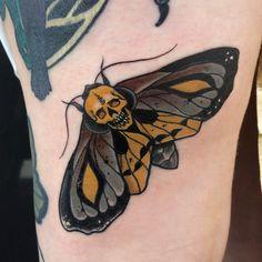 609 отметок «Нравится», 10 комментариев — Jarret Livingston (@jarretlivingston) в Instagram: «Got to add this little moth and tiny skull to Caera's collection, thank for being rad Aaron and…»