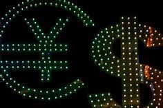 اليورو لا يتأثر من التصريحات الأمريكية والذهب يجني المزيد - #اخبار  حقق سعر اليورو دولار خلال التداولات الصباحية إرتفاعا ليتجاوز سعر الدولار وستة سنتا لليورو الواحد رغم غياب بيانات أوروبية مؤثرة وتصريحات وزير الخزانة الأمريكية المتفائلة بشأن رفع أسعار الفائدة في الولايات المتحدة خلال الفترة القريبة. وأما الإسترليني فيعاني من تباين حاد وتداولات عرضية خلال اليوم فوق سعر الدولار وخمسة وعشرين سنتا للجنيه الواحد. وكان الدولار ين قد تخلى عن سعر المئة وثلاثة عشرة ينا للدولار الواحد خلال تداولات أمس…