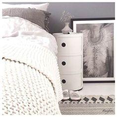 Kartell Componibili Kast kopen? Bestel bij vtwonen by fonQ Scandi Bedroom, Home Bedroom, Master Bedroom, Bedrooms, Minimalist Interior, Sofa, Bedroom Storage, House Design, Inspiration