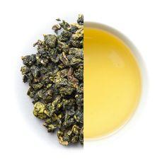 """Der Organic Shan Lin Xi Oolong ist unser ganzer Stolz und einer der hochwertigsten Tees in unserem Sortiment. Teegärten in Taiwan haben selten """"Gartennamen"""" sondern gehören meist Einzelpersonen, wie auch der Garten von Herrn Chen. Neben tollem Four Seasons Oolong produziert er aber auch diesen herausragenden Shan Lin Xi, welcher in sehr kleinen Mengen in einer Höhe von 1300-1400 Metern angebaut und verarbeitet wird."""